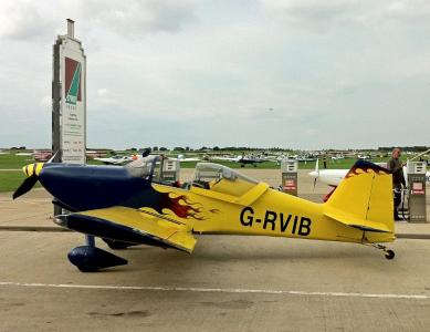 Peter Gorman's RV-6 at the pumps
